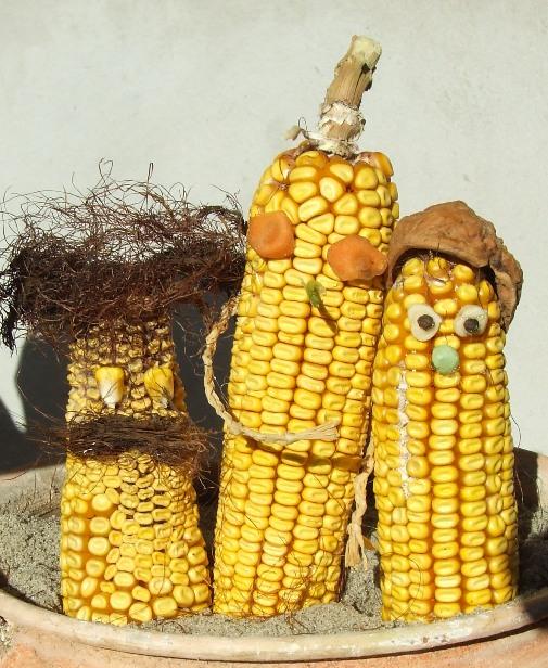 játékok kukoricával, termésbábok