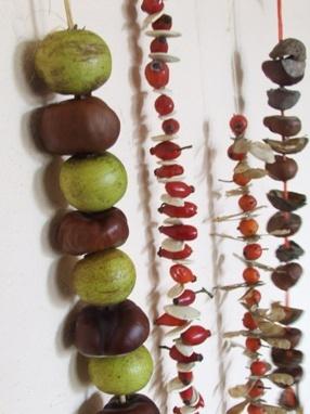 Őszi fűzögető – füzérek termésekből