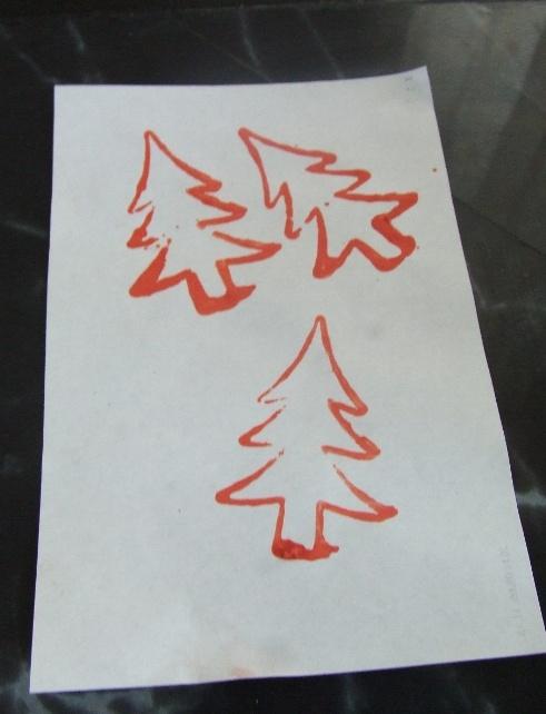 karácsonyi ablakdísz sütiformákból