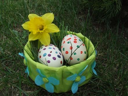 Tojástartó kosárkák húsvétra – egyszerűen, gyerekekkel